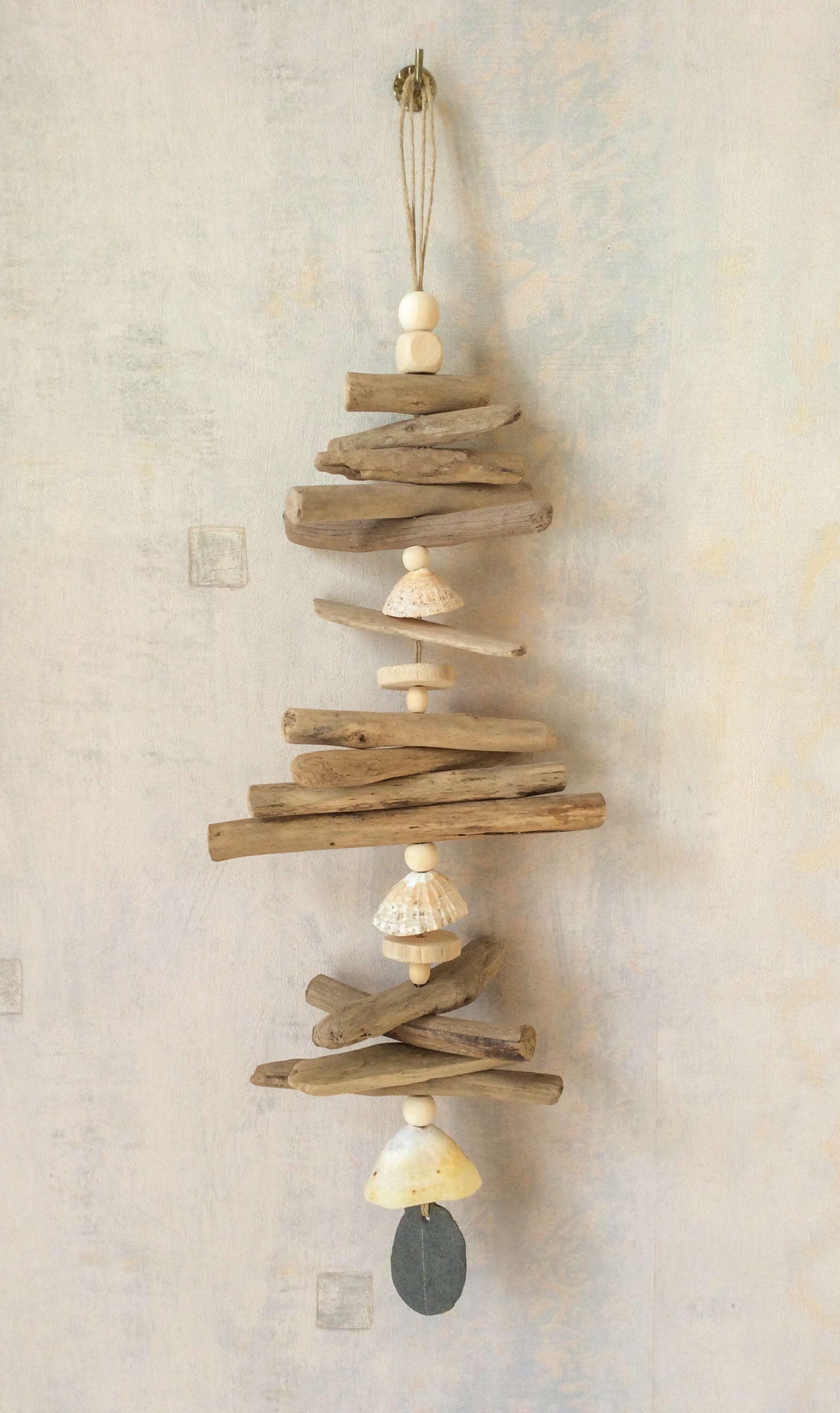 Objets d co en bois flott et peintures abstraites for Traitement bois flotte