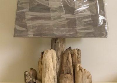 Lampe en bois flotté Kergoën