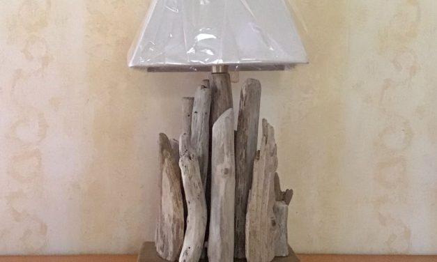 TUTO – Comment fabriquer une lampe en bois flotté